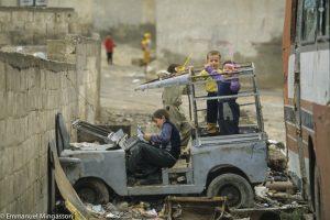 syrie_homs_enfant_jeu_rue