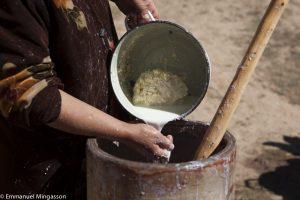 tadjikistan_saritag_aylok_alpage_femme_barattage