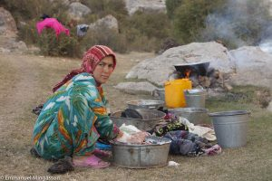tadjikistan_saritag_aylok_alpage_femme_lessive