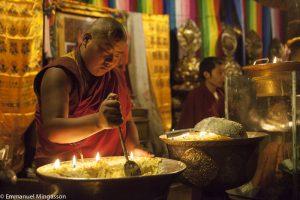 tibet_moine_lait_beurre_lampe